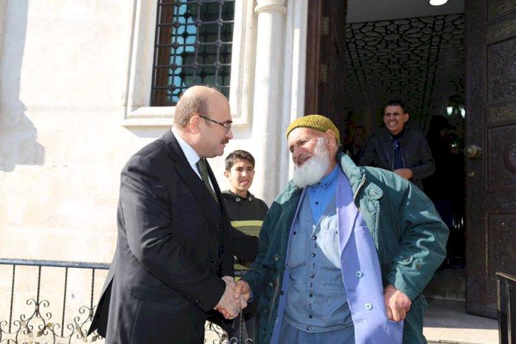Belediye Başkanı Sarı, Külliye'de yemek dağıtımında bulundu