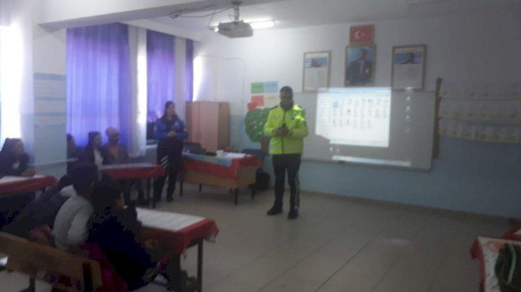 POLİSLER ÖĞRENCİLERLE BİRLİKTE