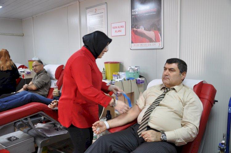 Kaymakam Şahin'den kan bağışı