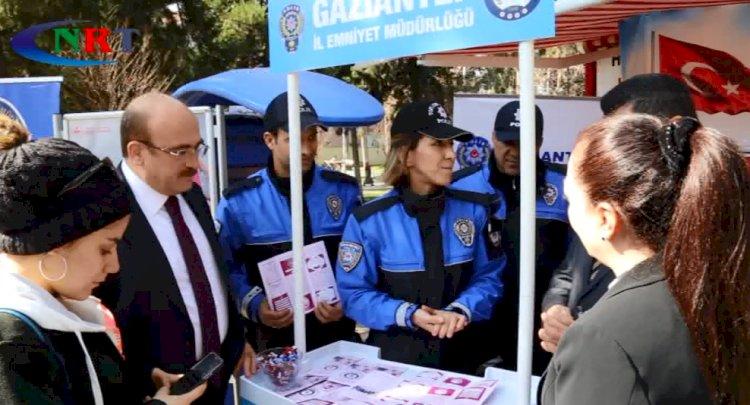 Nizip polisi KADES tanıtımı için stant açtı