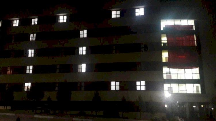 """Öğrenciler odalarının ışıklarıyla """"T.C"""" yazdı"""