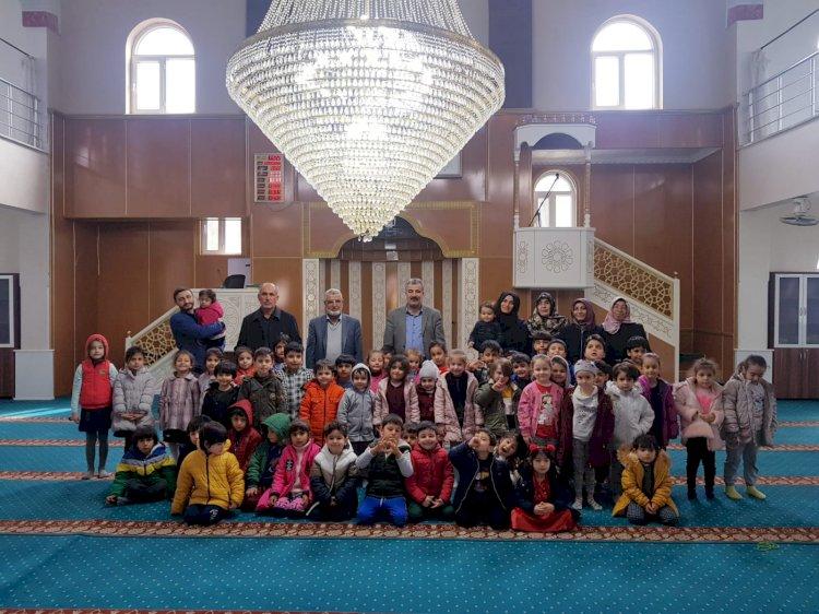 Kur'an kursunun minik öğrencilerinin Hz. Ali Camini Ziyaret Ettiler
