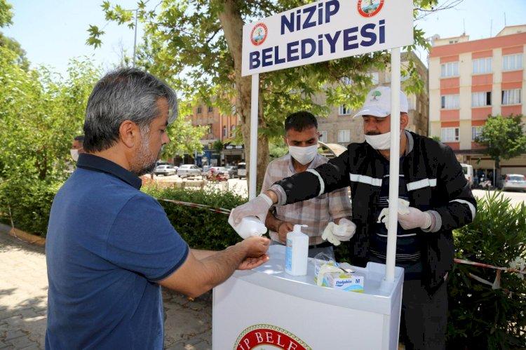 Belediye Başkanı Sarı, maske, sabun ve eldiven dağıttı