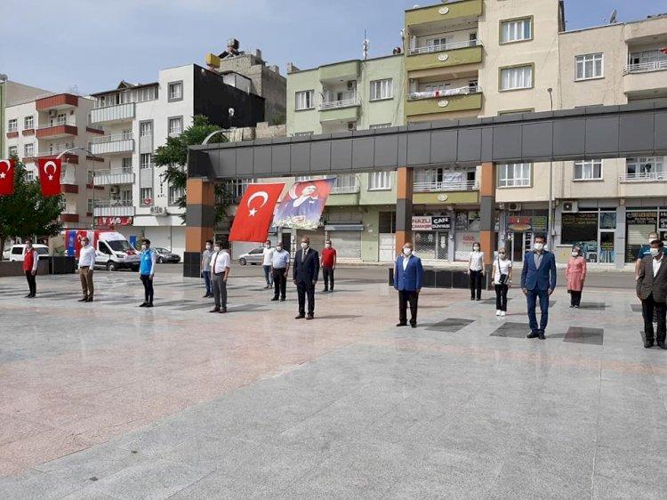 Nizip'te 19 Mayıs Atatürk'ü Anma, Gençlik ve Spor Bayramı kutlanıyor