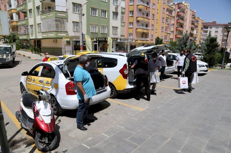 Nizip Belediyesi'nden taksicilere hijyen seti