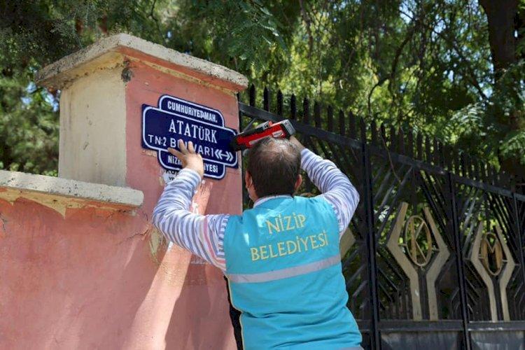 Nizip Belediyesi bulvar ve sokak levhalarını yeniliyor