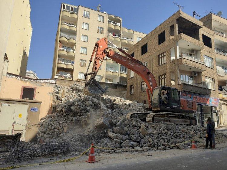 Nizip Sosyal Yardımlaşma Vakfı Eski Binası Yıkıyor