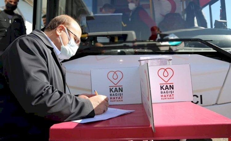 Belediye Başkanı Sarı kan bağışında bulundu