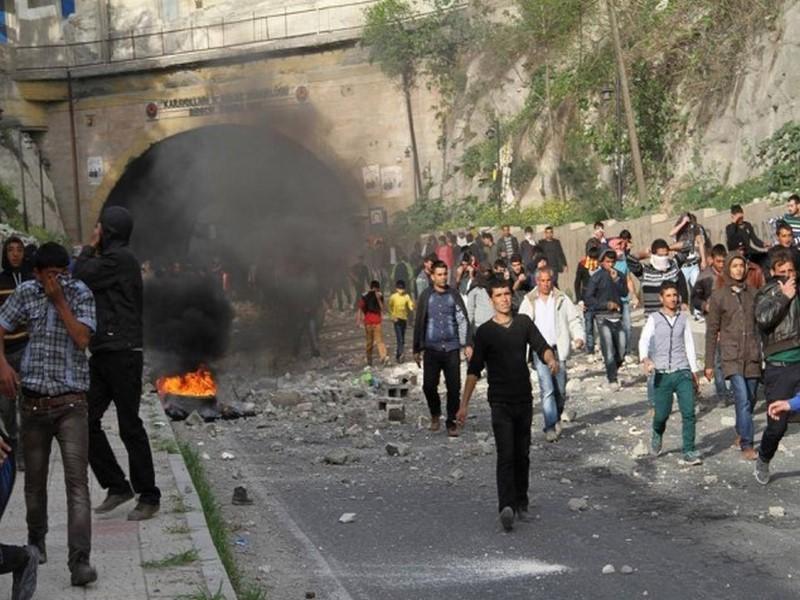 BDPliler Gaziantep-Şanlıurfa D-400 Karayolundaki Tüneli Trafiğe kapattı