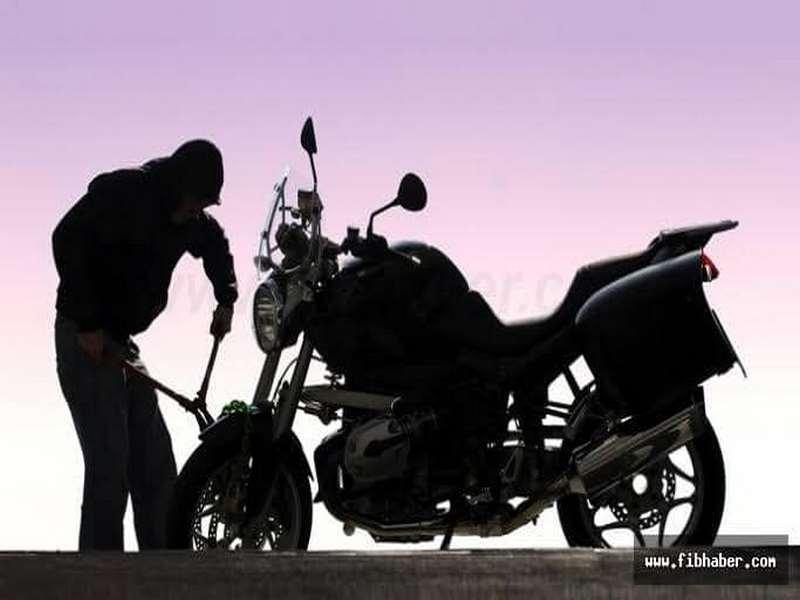 Motosiklet hırsızları polisten kaçamadı