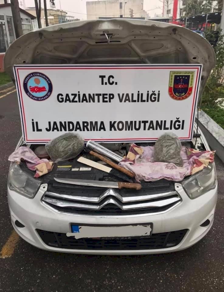 Nizip'te Otomobilde 1 kilogram esrar ele geçirildi