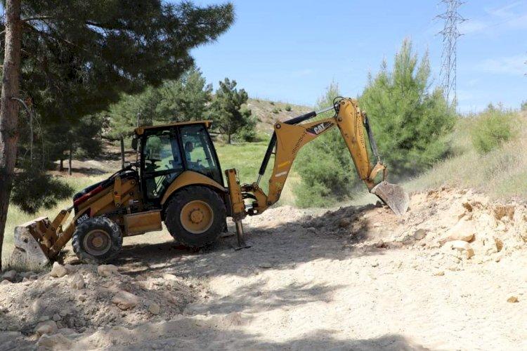 Belediye ekiplerinden yol düzenleme ve çevre temizliği çalışması