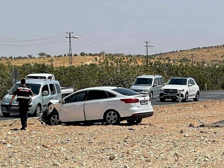 Nizip'te iki aracın karıştığı kazada 4 kişi yaralandı