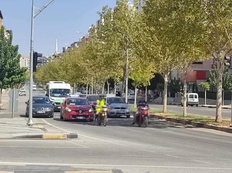 Nizip'te kavşaklara trafik ışıkları yapılıyor